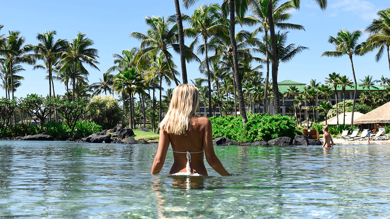 KAUAI_P576 Woman in Lagoon