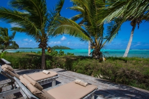 10.-Te-Manava-Luxury-Villas-Spa-Presidential-Beachfront-Villa-Deck