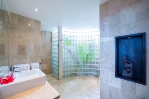 26.-Te-Manava-Luxury-Villas-Spa-Presidential-downstairs-bathroom
