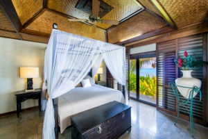 32.-Te-Manava-Luxury-Villas-Spa-Ultimate-beachfront-villa-bedroom