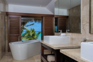 9.-Te-Manava-Luxury-Villas-Spa-Presidential-Beachfront-Villa-Bathroom